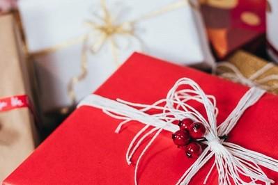Gwiazdka 2020: co kupić na prezent dla Niej i dla Niego?